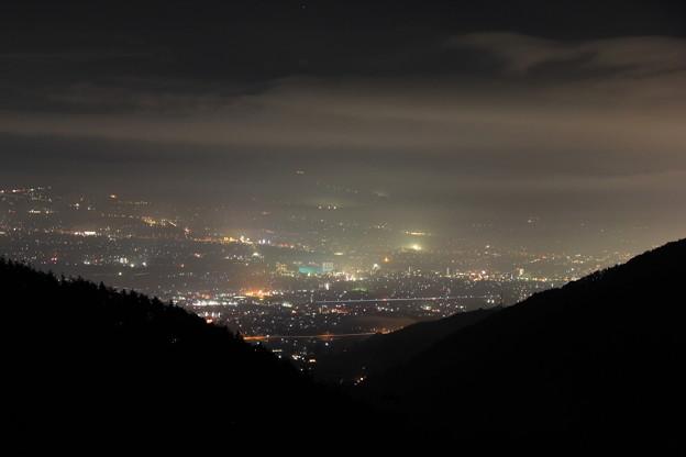 写真: 甲府盆地の夜景