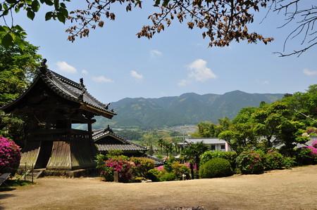 船宿寺本堂前から見える葛城・金剛山