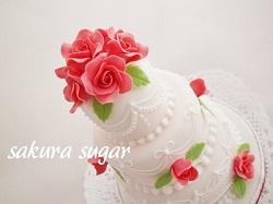 赤いバラの3段ミニケーキ