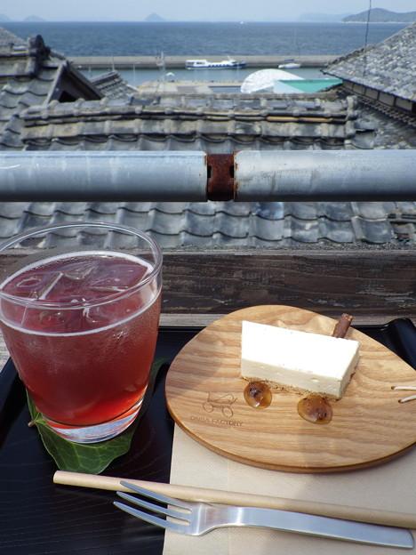 男木島 オンバカフェにて