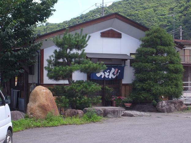 写真: 大月の吉田うどんの店、彩り