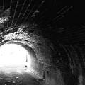 写真: レンガのトンネル