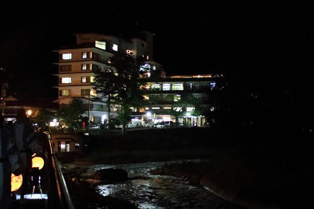 四万川清流とホテル