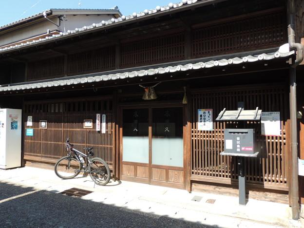 Photos: 岩田油店さん。