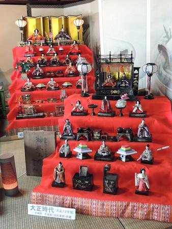 昭和と大正時代の雛飾り。