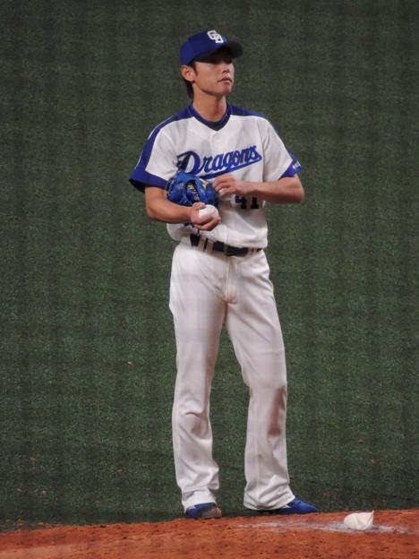 浅尾拓也投手。