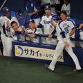 写真: 松井雅人選手生還。