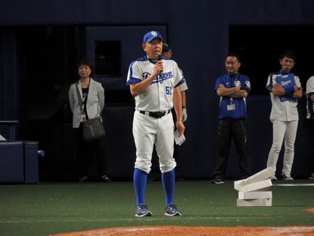 檄を飛ばす小田さん。