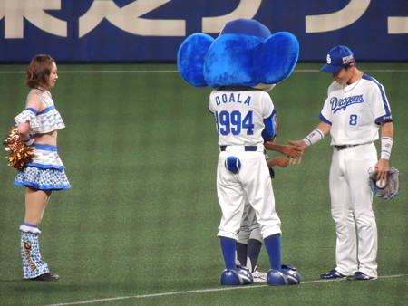 センター大島洋平選手。