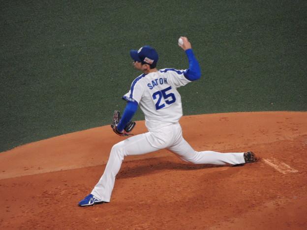 写真: 佐藤優投手。