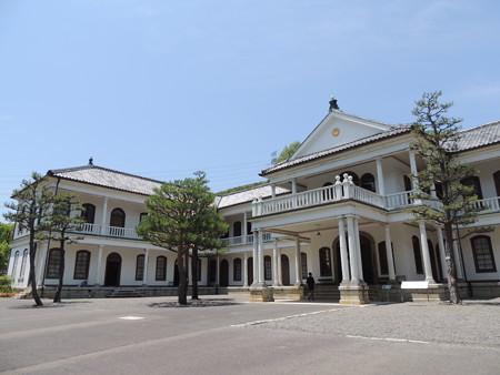 三重県庁舎。