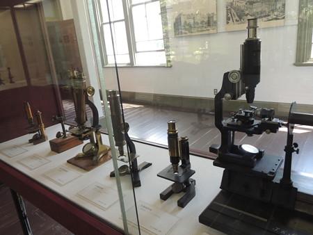 顕微鏡とか展示。