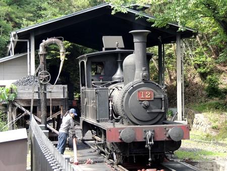 蒸気機関車(走ります)。