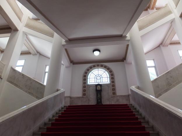 愛媛県庁本館・中央階段1
