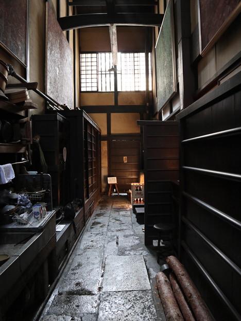 吉田家・通り庭(はしり)1