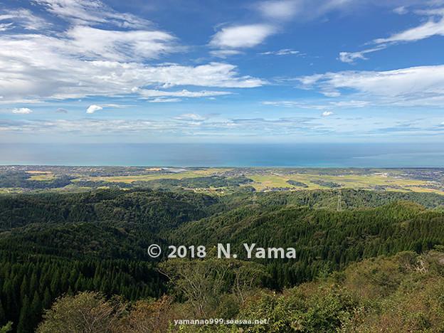 写真: 2018年10月6日、宝達山山頂より一望