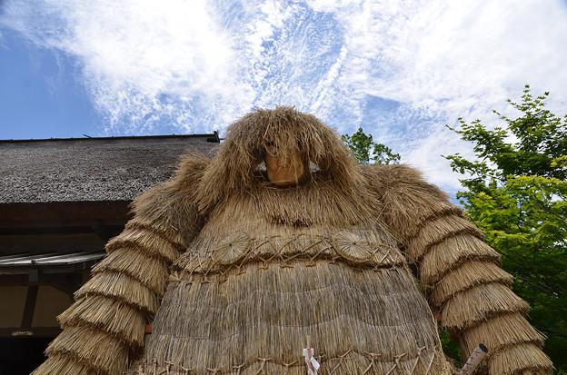 写真: 村の守り神