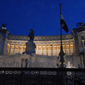 写真: エマニュエル二世記念堂ライトアップ