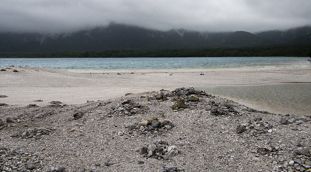 写真: 極楽それとも地獄の渚