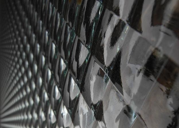 解体を待つガラス