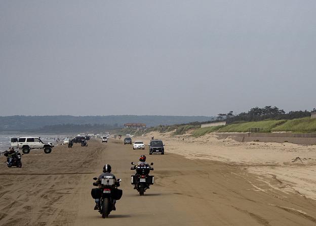 浜辺を走る