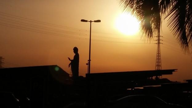 夕日の中で、祈る