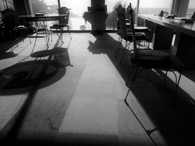 陽が射し込む喫茶店