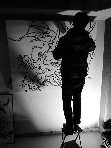 龍を描く人