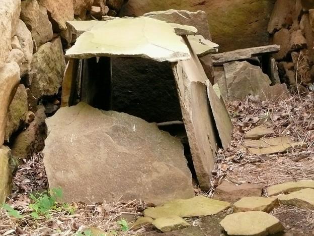 松江18号墳に残る石棺