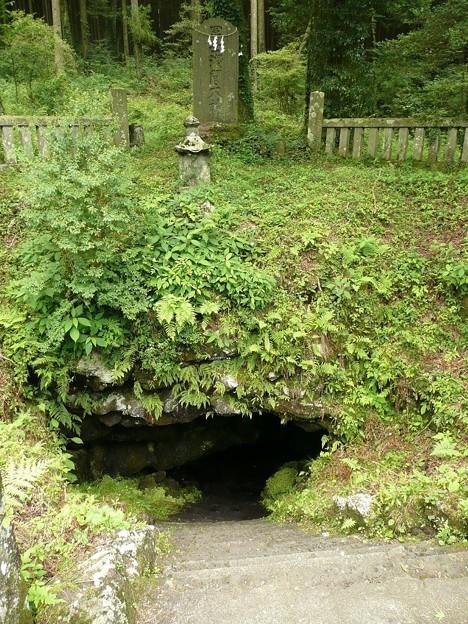 人穴洞穴入口