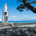 Photos: 戸田灯台と潮風のベンチ