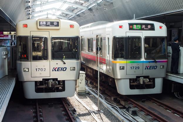 吉祥寺駅に停車中の京王1000系電車