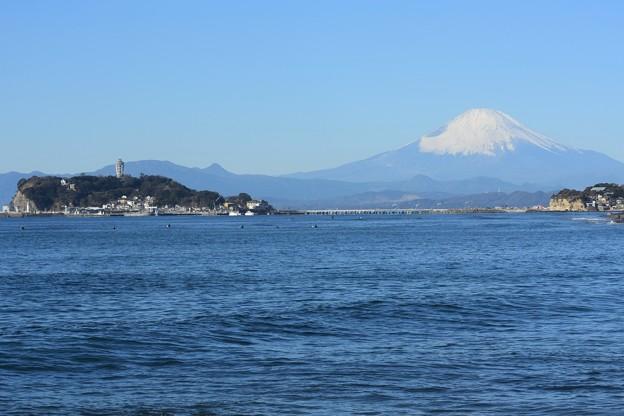 写真: 江の島と富士山