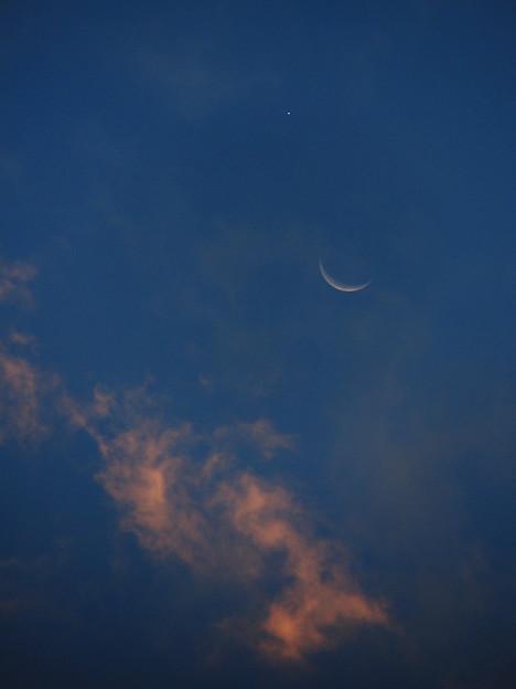 寄り添う月と金星