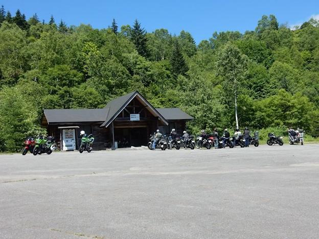 写真: バイク乗り集まる