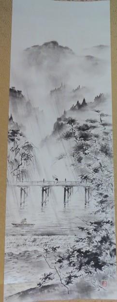 鈴木三朝の軸「雨の立田川」
