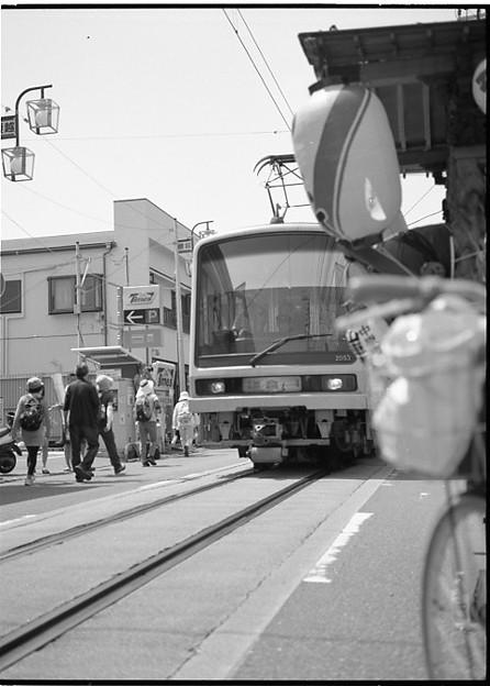 夏祭り中の江ノ電1