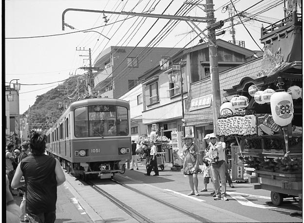 夏祭り中の江ノ電3