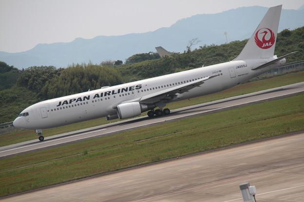 187 5月2日 長崎県 長崎空港 展望デッキ JAL B767 JA655J