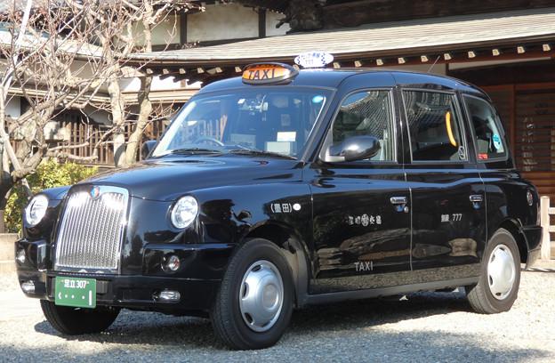 「和」に溶け込んだロンドンタクシー