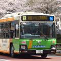 Photos: 「桜の停留所」を後にする都バス…赤羽橋駅前