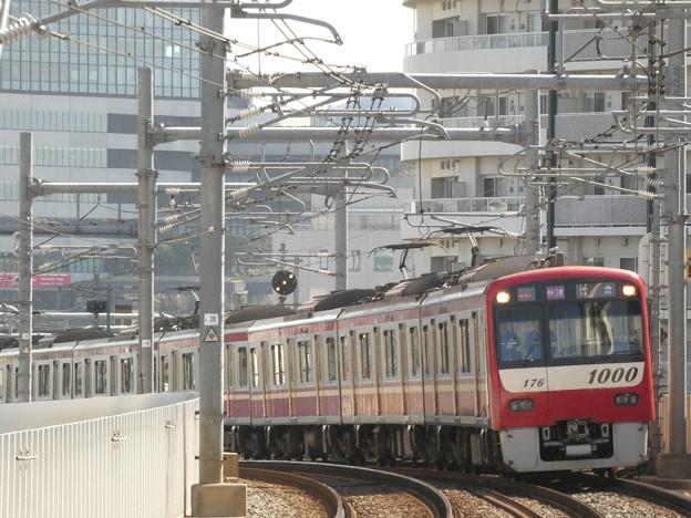 押上からカーブある勾配を上がる電車