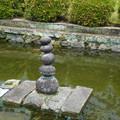 写真: お寺のモニメント