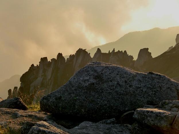 1-145 中岳西尾根岩の伽藍