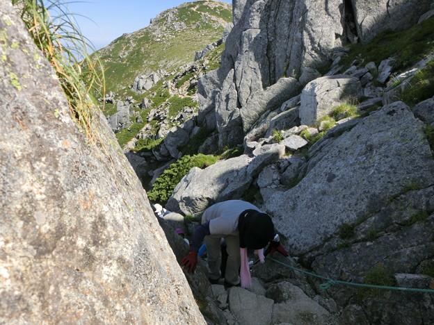 2-106 中岳巻道の難所を攀じる
