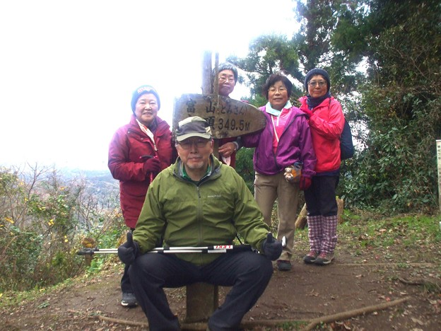122 富山(北峰)頂上にて 3