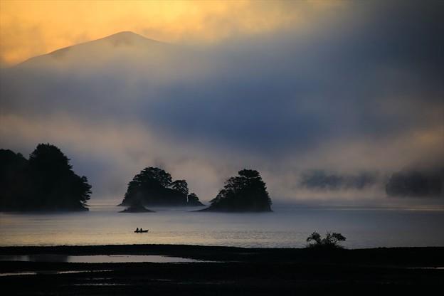 写真: 湖の夜明け♪