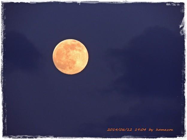 梅雨・・束の間の月