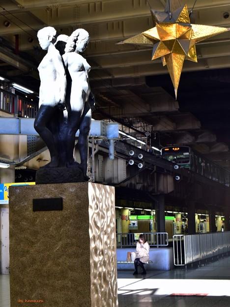 上野駅(三相の像)