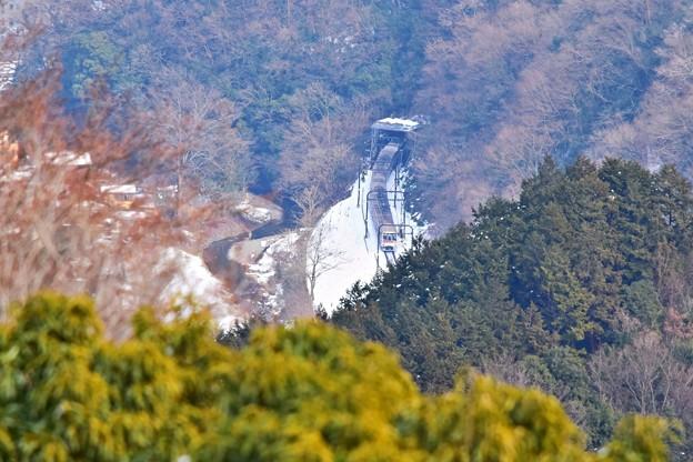写真: 残雪の高尾山麓(3)
